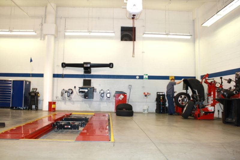 Norm Reeves Acura service car lift