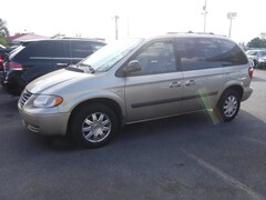 2005 Chrysler Town & Country Base Van
