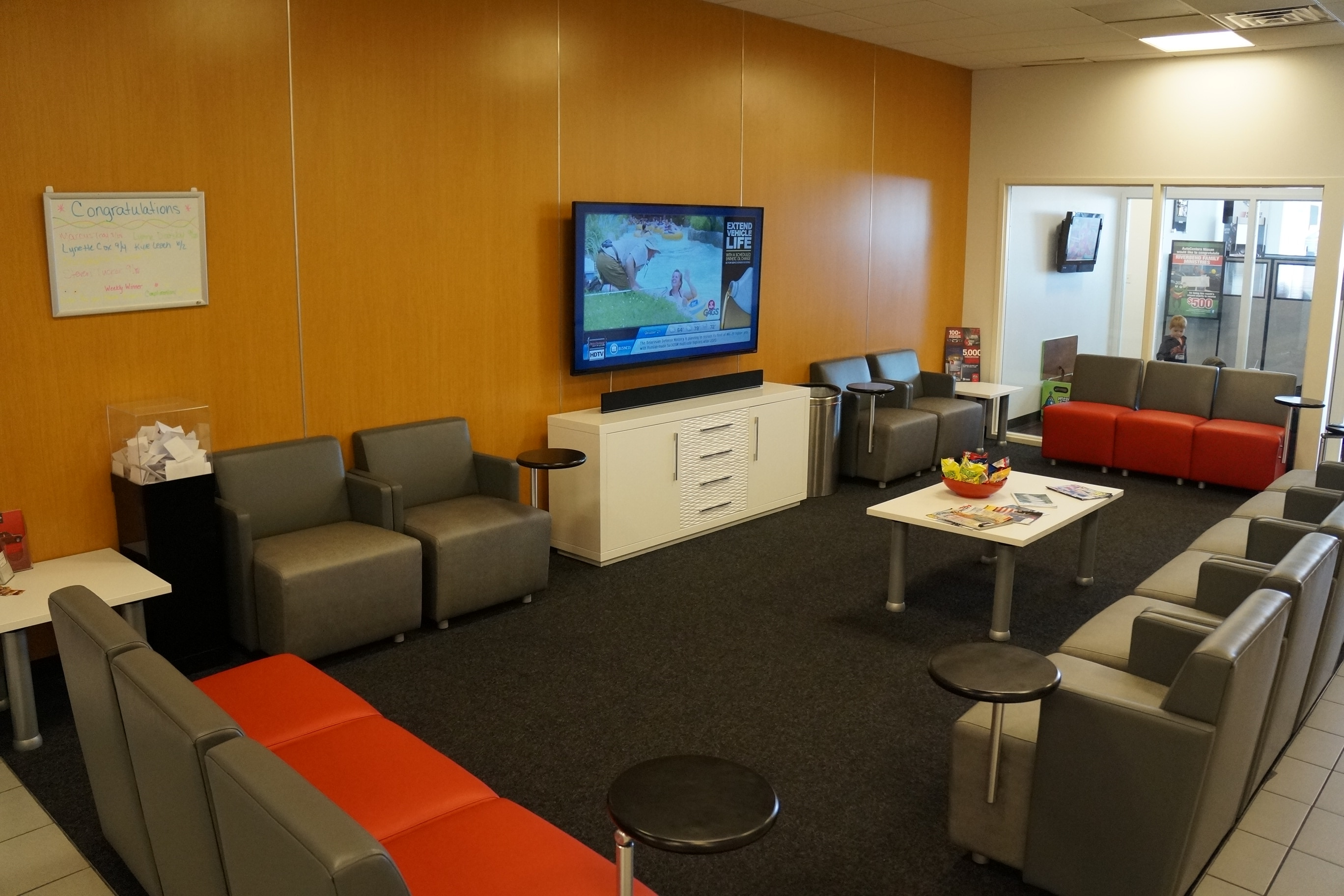 autocenters-nissan-waiting-area-st-louis