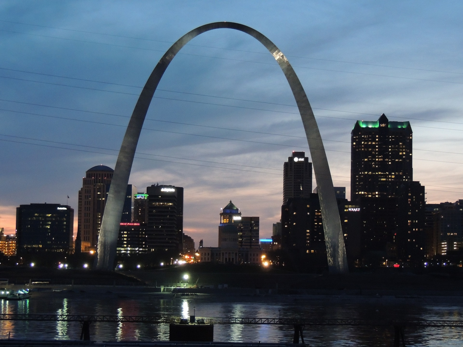 the Gateway arch over Saint Louis MO at night