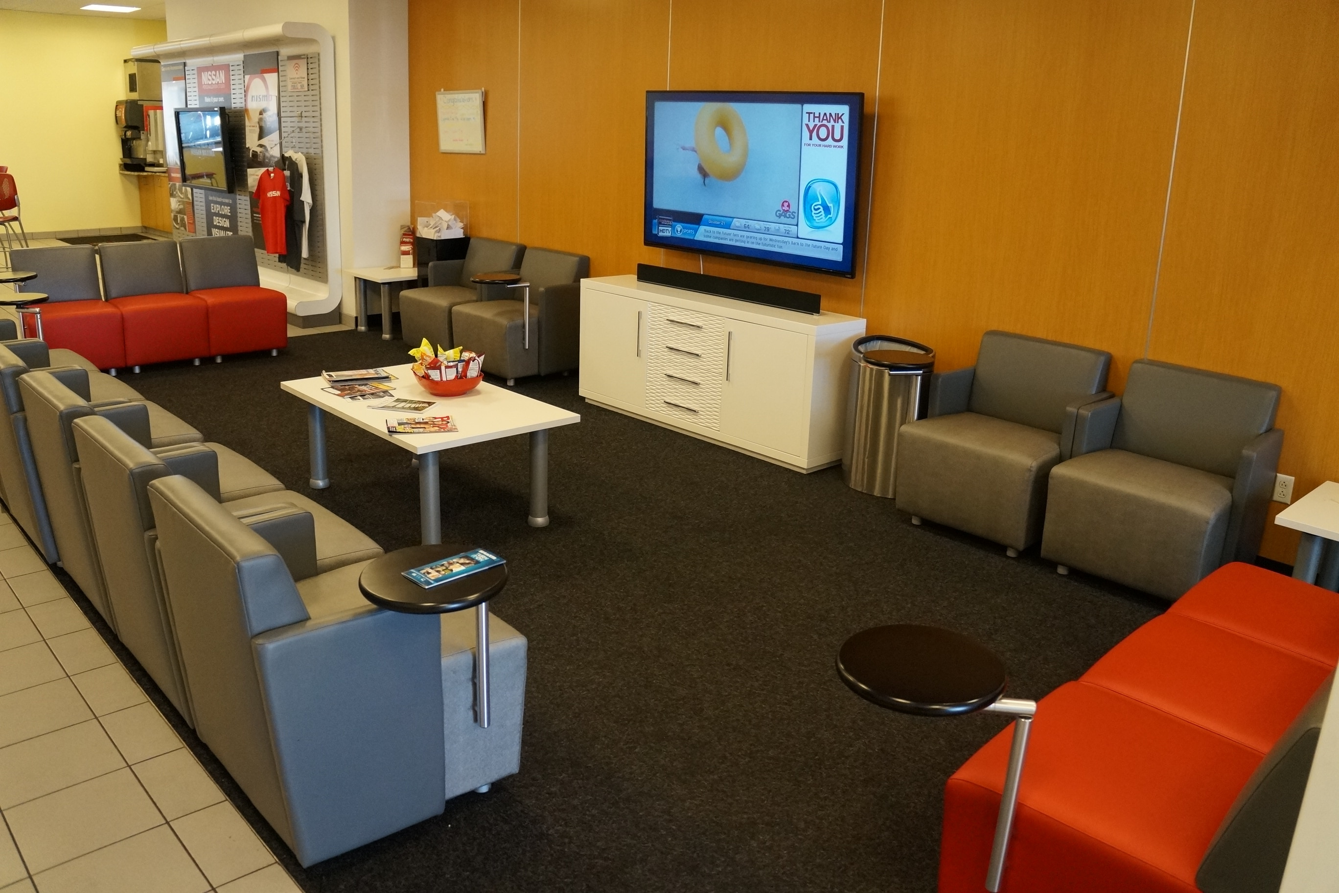 autocenters-nissan-waiting-area