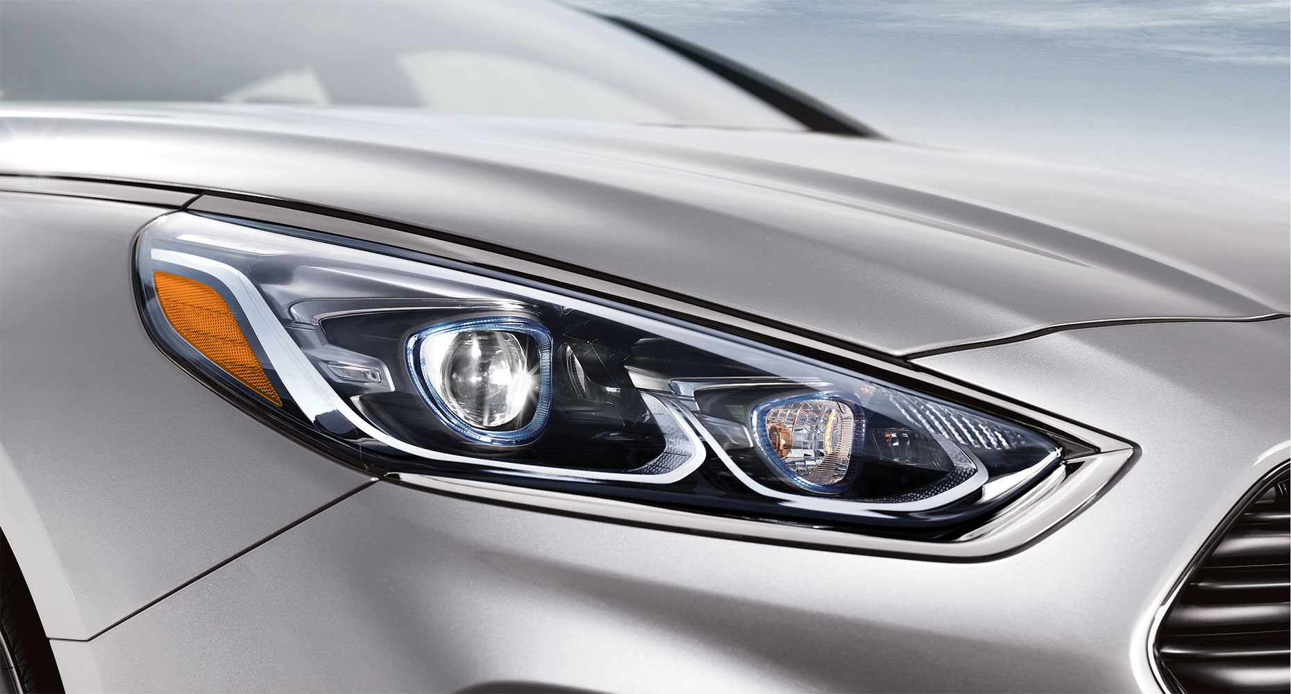 LED headlights with High Beam Assist