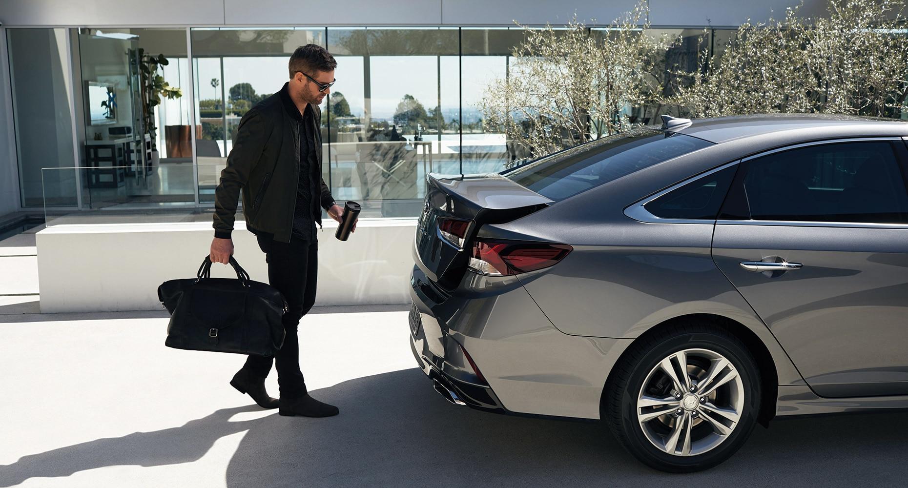 Hands-free smart trunk