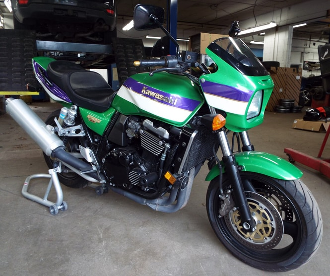 2000 Kawasaki ZRX1100 IMPECCABLE CONDITION The Kawasaki sticker on the fuel tank is in perfect