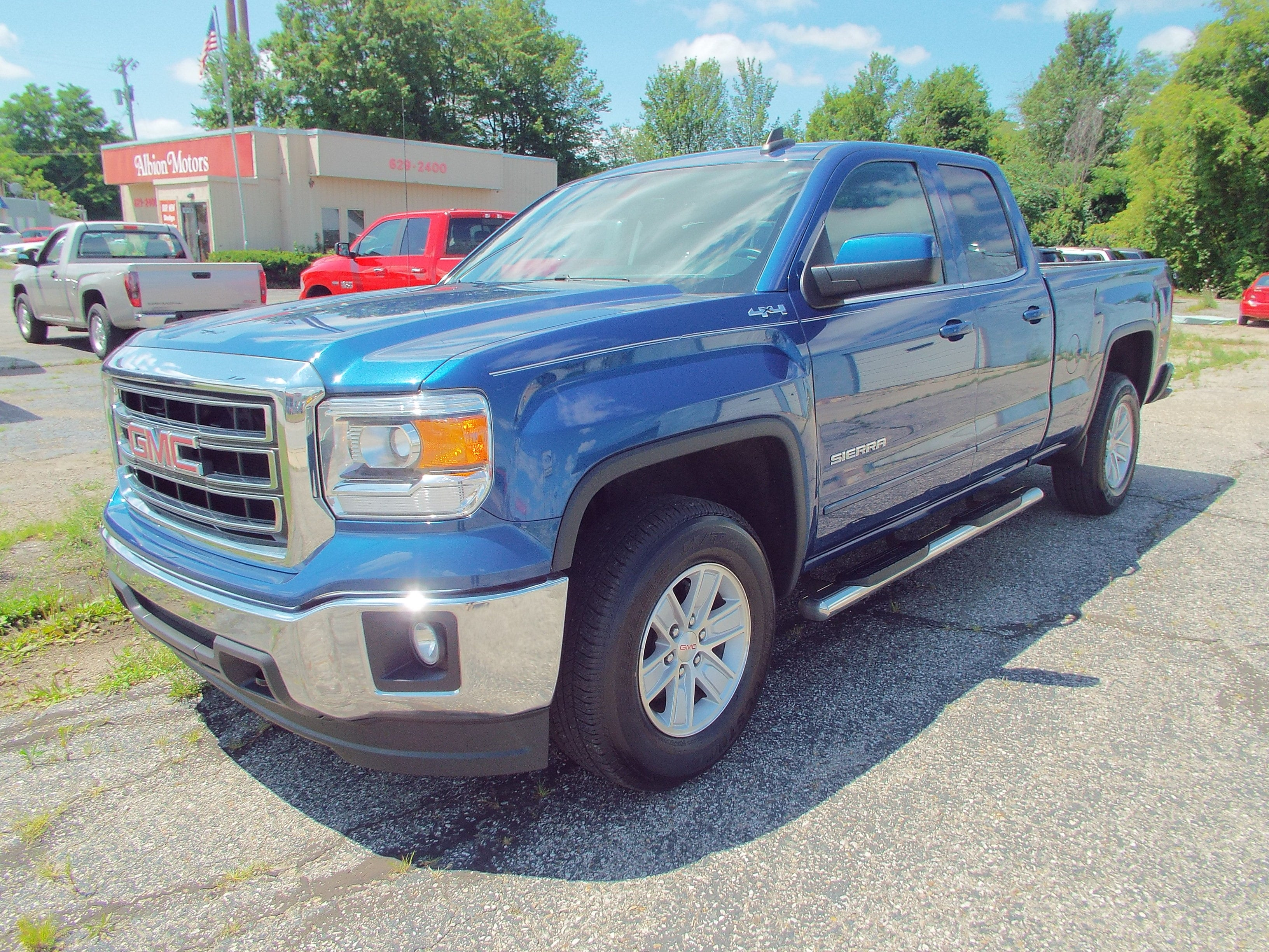 2015 GMC Sierra 1500 SLE The 2015 Double Cab GMC 1500 4x4 SLE is an eye-catching truck with enough