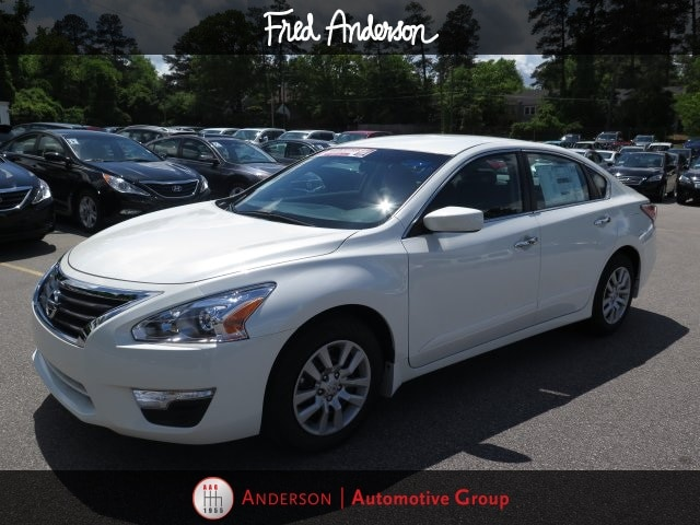 New 2015 Nissan Altima, $18945