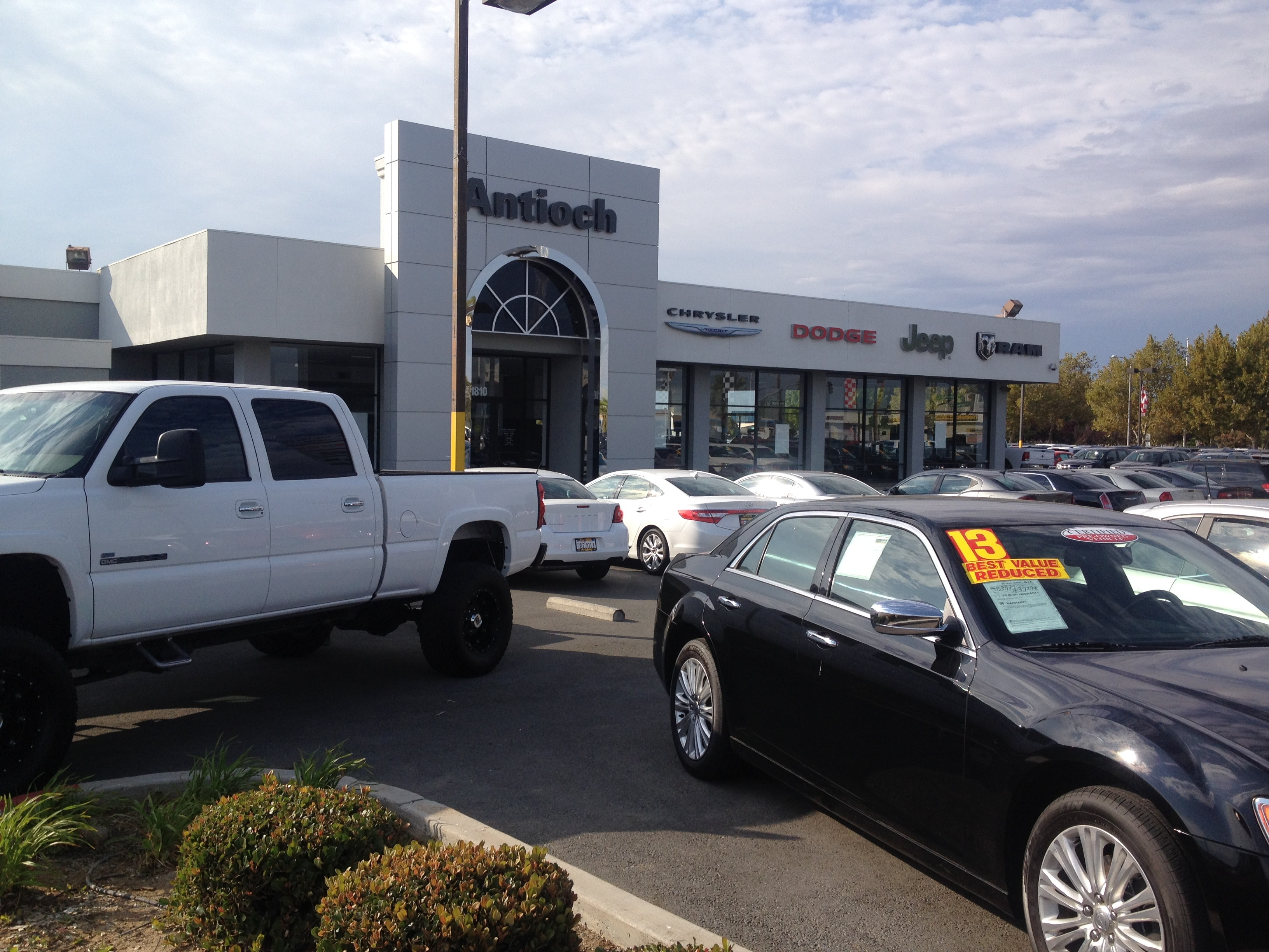 Antioch Chrysler Jeep Dodge.jpg