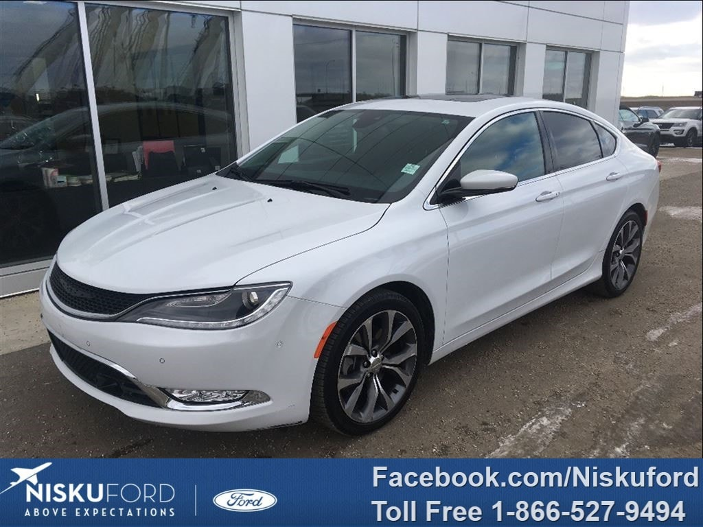 Used 2015 Chrysler 200 C FULLY LOADED! $144.47 b/weekly. Sedan  in Nisku