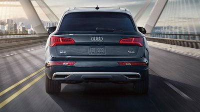 2018-audi-q5-blue-exterior-rear-led-taillights-dynamic-turn-signals