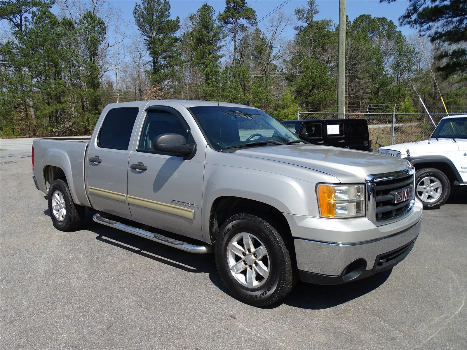 2007 GMC Sierra 1500  323 Rear Axle Ratio Solid Paint Heavy-Duty HandlingTrailering Suspensio