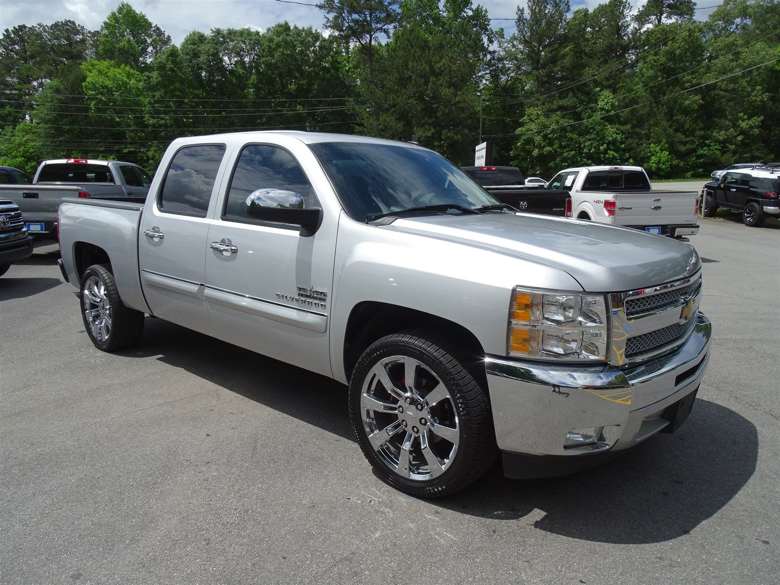 2013 Chevrolet Silverado 1500 LT  Leather-Wrapped Steering Wheel Chrome Grille Surround Engine