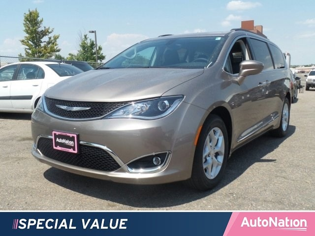 2017 Chrysler Pacifica Touring-L Mini-van Passenger