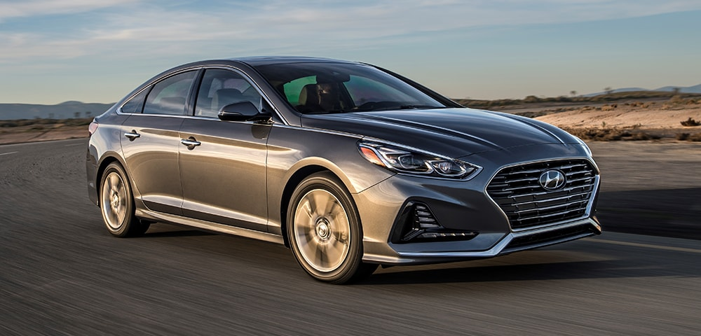 Front three-quarter view of 2018 Hyundai Sonata