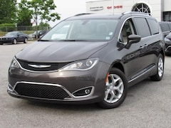 2017 Chrysler Pacifica Touring-L Plus FWD Mini-van, Passenger