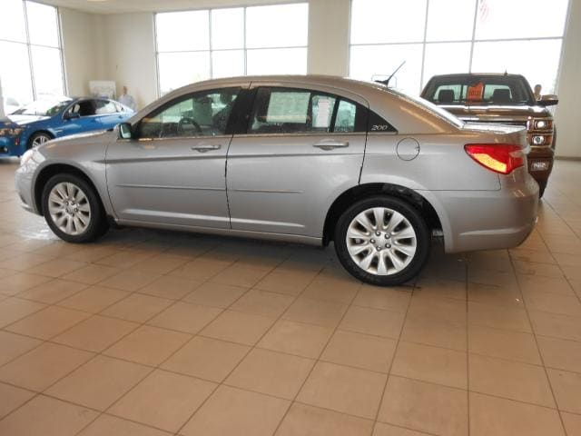 2014 Chrysler 200 4dr Sdn LX Not only is this car a delight to drive its reliable stylish and a