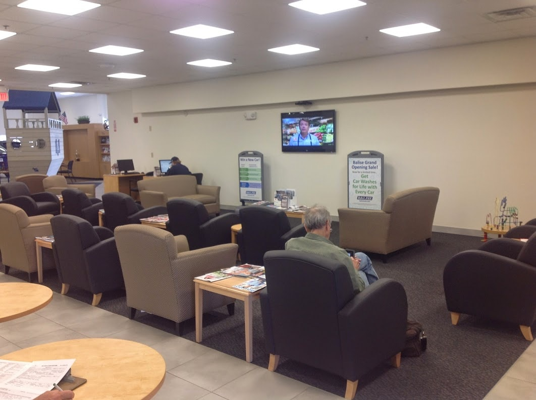 Balise Ford Cape Cod service center waiting area