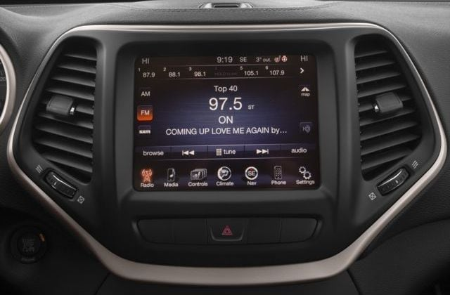 2016 Jeep Grand Cherokee Center Dash Controls and U Connect Screen