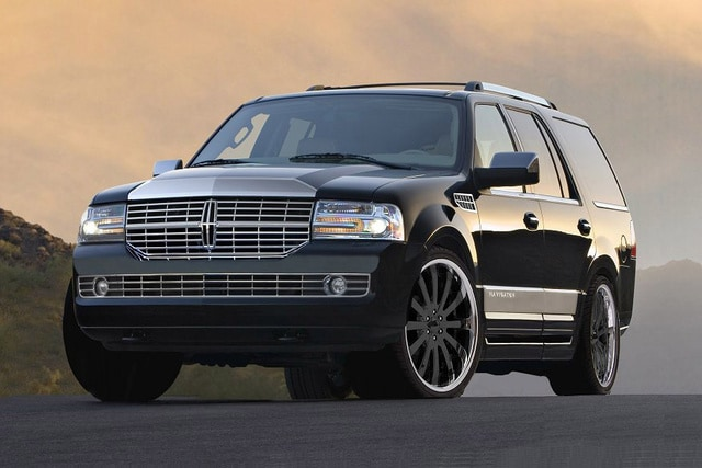 2009 Lincoln Navigator driving in Chicago