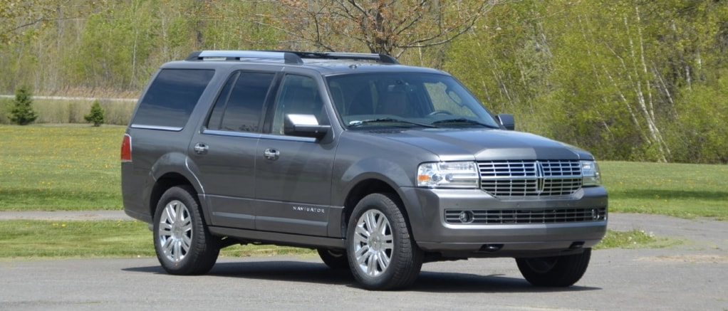 used 2012 Lincoln Navigator parked near Chicago