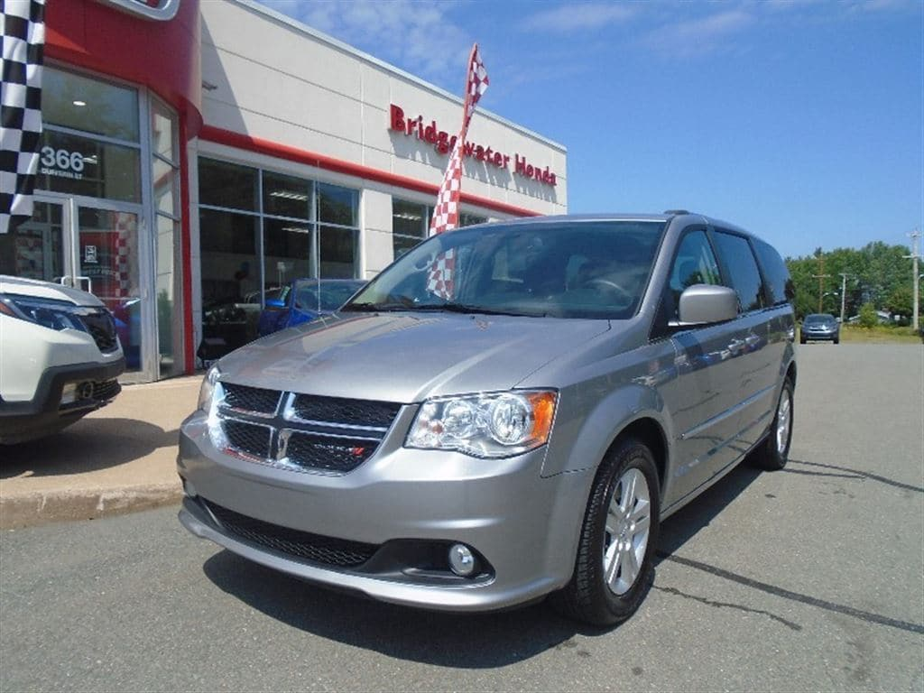 2016 Dodge Grand Caravan Crew- Stow & Go, Low KM's Minivan