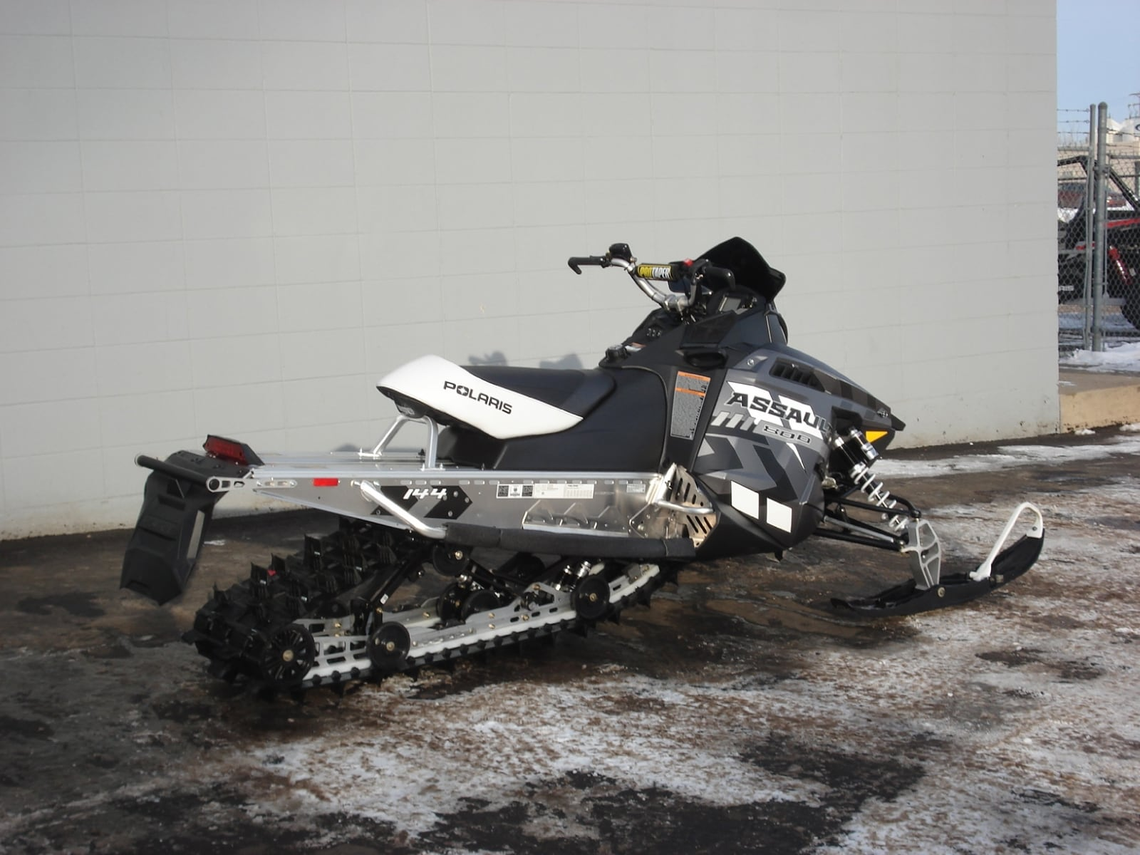 "2015 POLARIS Switchback Assault 800 144"" black"