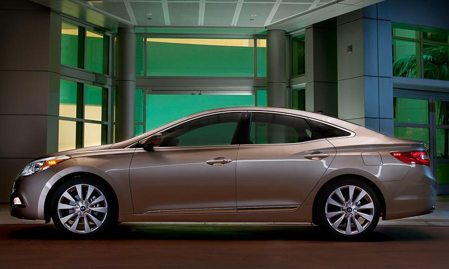 Brown's Car Stores | Hyundai Azera: 2012 Best Bet