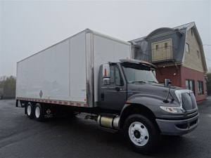 2011 INTERNATIONAL 4400 - 28'8'' BOITE FERMER ET PORTE-LIFT -