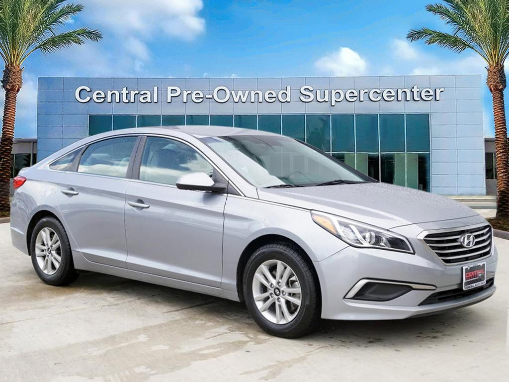 2016 Hyundai Sonata SE This outstanding example of a 2016 Hyundai Sonata 24L SE is offered by Cent