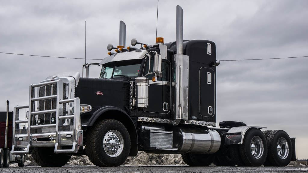 2011 PETERBILT 388 HIGHWAY PETERBILT