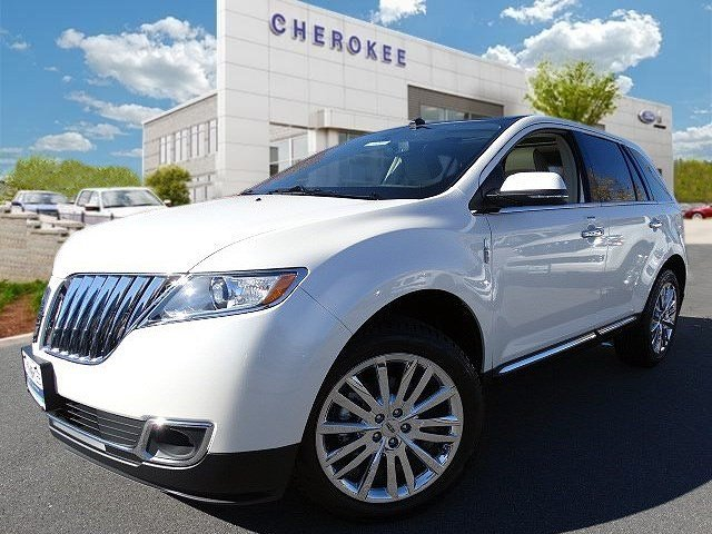2015 Lincoln MKX MOONROOF NAVIGATION PKG Take command of the road in the 2015 Lincoln MKX Render
