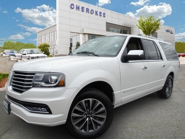 2015 Lincoln Navigator L MOONROOF Step into the 2015 Lincoln Navigator L It delivers style and po