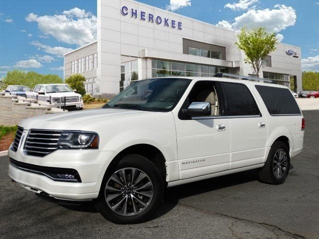 2015 Lincoln Navigator L MOONROOF Take command of the road in the 2015 Lincoln Navigator L Its na