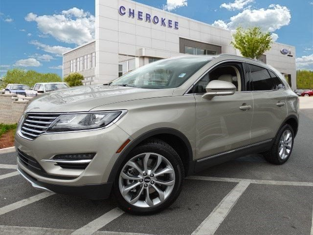 2015 Lincoln MKC Take command of the road in the 2015 Lincoln MKC It offers the latest in technol