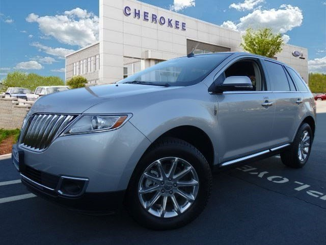 2015 Lincoln MKX NAVIGATION BACKUP CAM Step into the 2015 Lincoln MKX Youll appreciate its safe