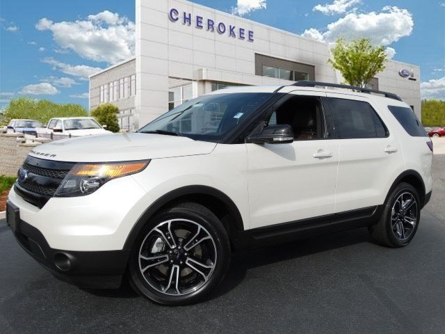 2015 Ford Explorer Sport MOONROOF NAVIGATION Take command of the road in the 2015 Ford Explorer
