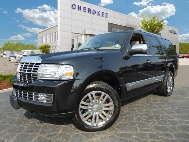 2010 Lincoln Navigator Take command of the road in the 2010 Lincoln Navigator This vehicle infuse
