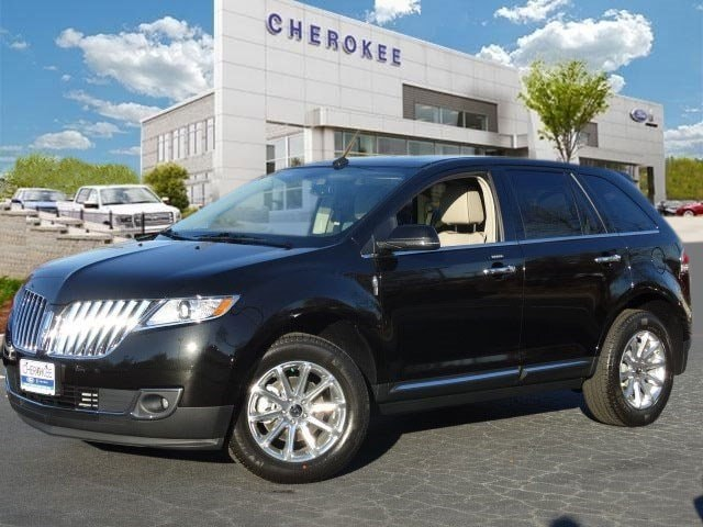 2015 Lincoln MKX MOONROOF NAVIGATION PKG Take command of the road in the 2015 Lincoln MKX This i