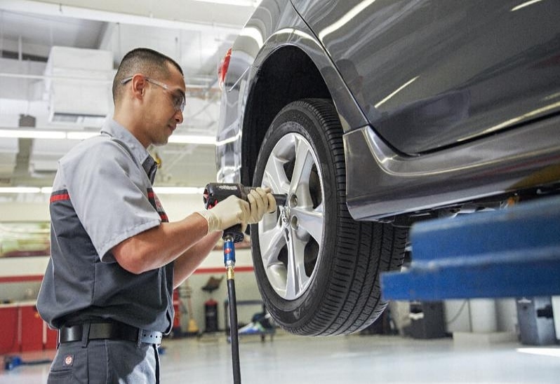Toyota service tech performing tire service