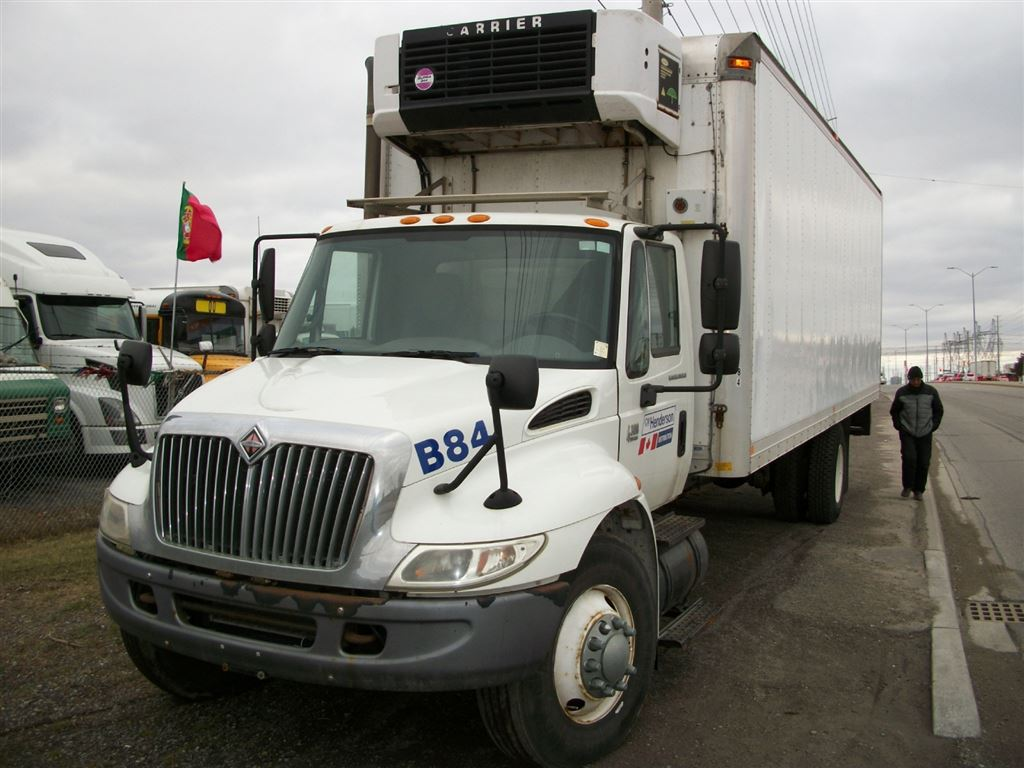 2006 INTERNATIONAL 4300 26 Foot reefer straight truck