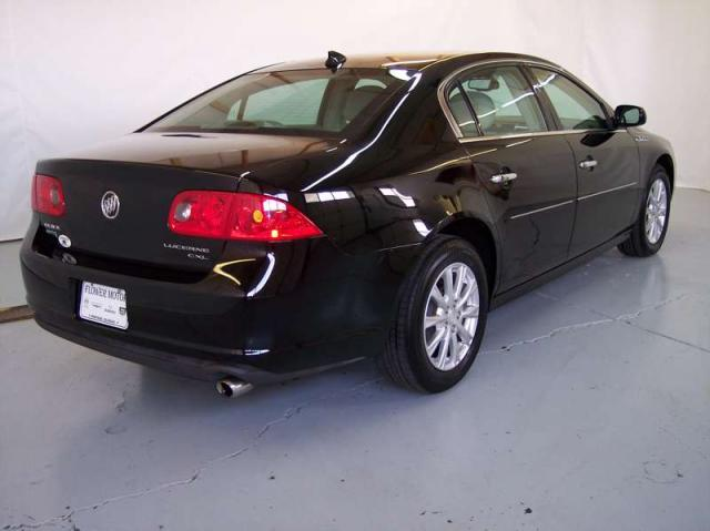 2010 Buick Lucerne CXL dealer photo