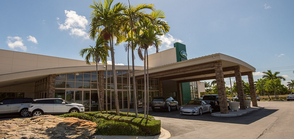 Exterior view of Land Rover Fort Lauderdale Serving Fort Lauderdale