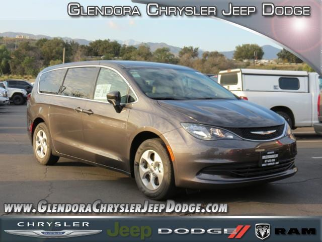 2017 Chrysler Pacifica LX Dont miss this great Chrysler Feature-packed and decked out All of th