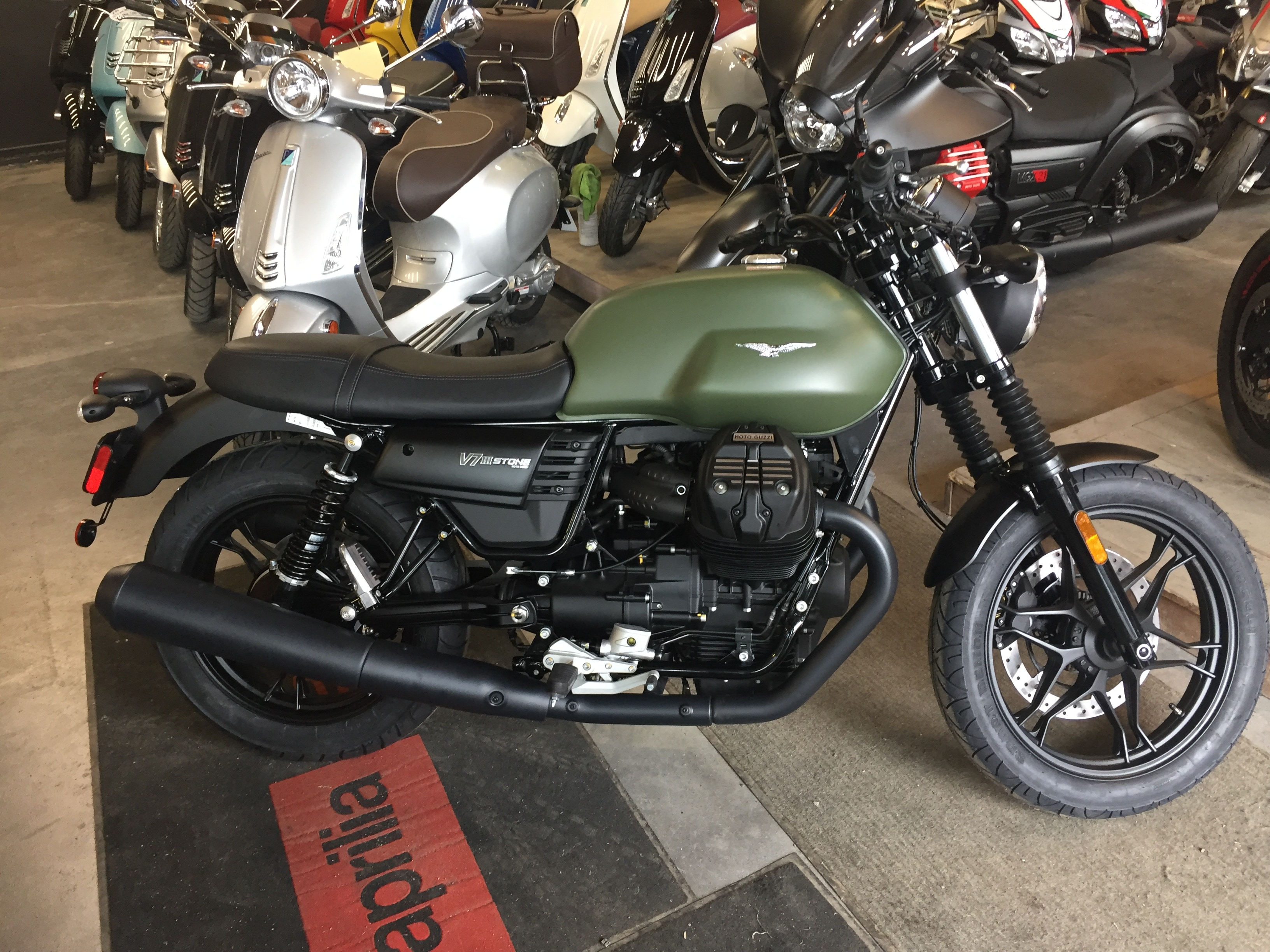 new 2017 moto guzzi v7 for sale ste therese qc. Black Bedroom Furniture Sets. Home Design Ideas