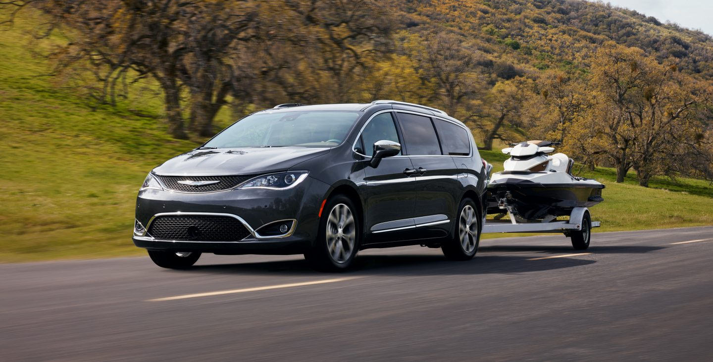 2017 chrysler pacifica vs 2017 honda odyssey in milwaukee for Chrysler pacifica vs honda odyssey