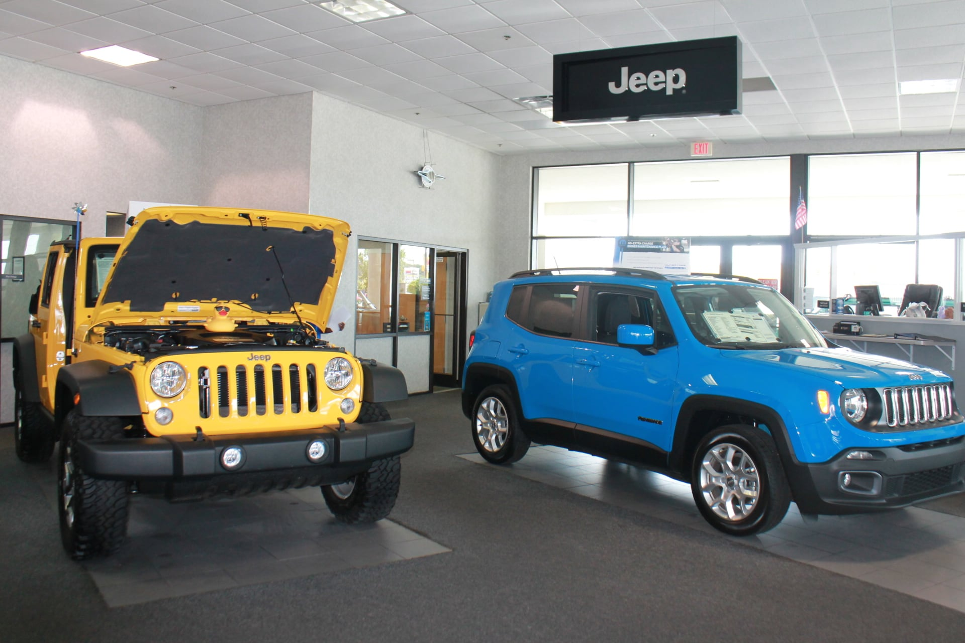 chrysler jeep showroom in fayetteville hendrick chrysler jeep. Black Bedroom Furniture Sets. Home Design Ideas