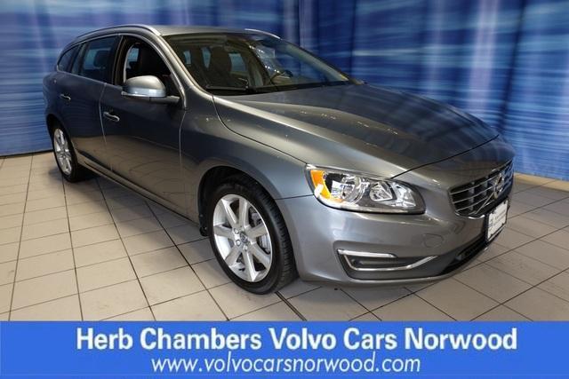 Pre-Owned 2017 Volvo V60 Premier