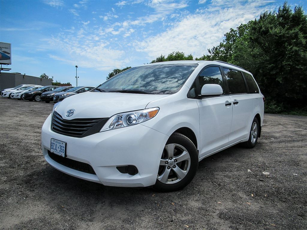 2016 Toyota Sienna 7 Seat, 3.5L V6, Auto, Rearview Camera, Power Grou Minivan