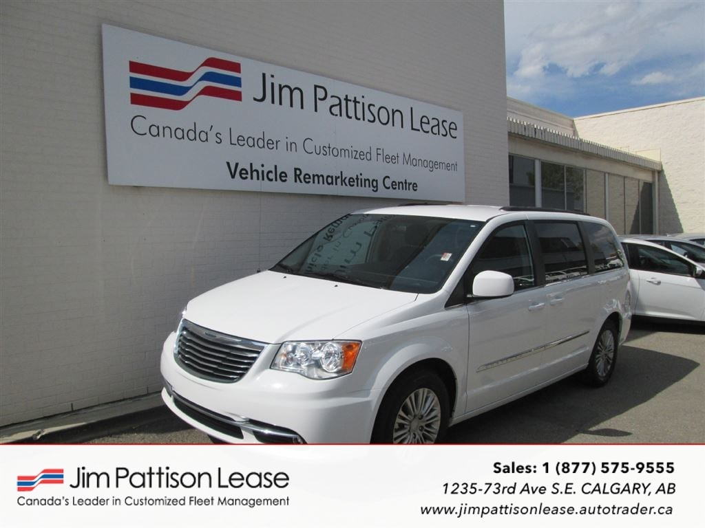 2016 Chrysler Town & Country 3.6L Touring-L FWD 7 Pass. w/ Power Doors Minivan
