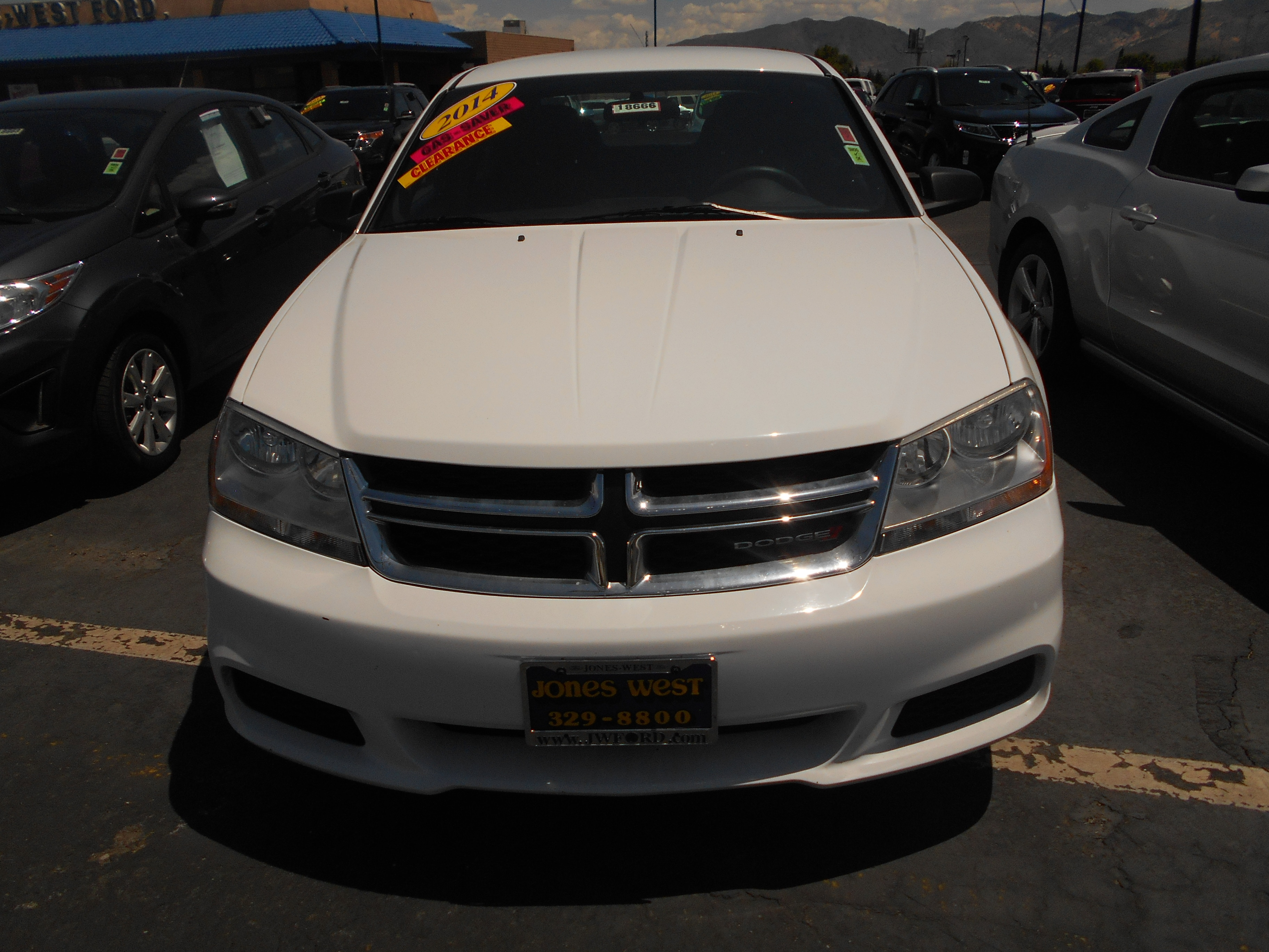 2014 Dodge Avenger SE Winter is almost here Be prepared with this great vehicle CruiseCD