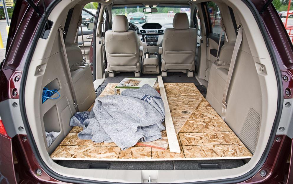 Minivan Comparison: 2014 Honda Odyssey Vs 2014 Kia Sedona